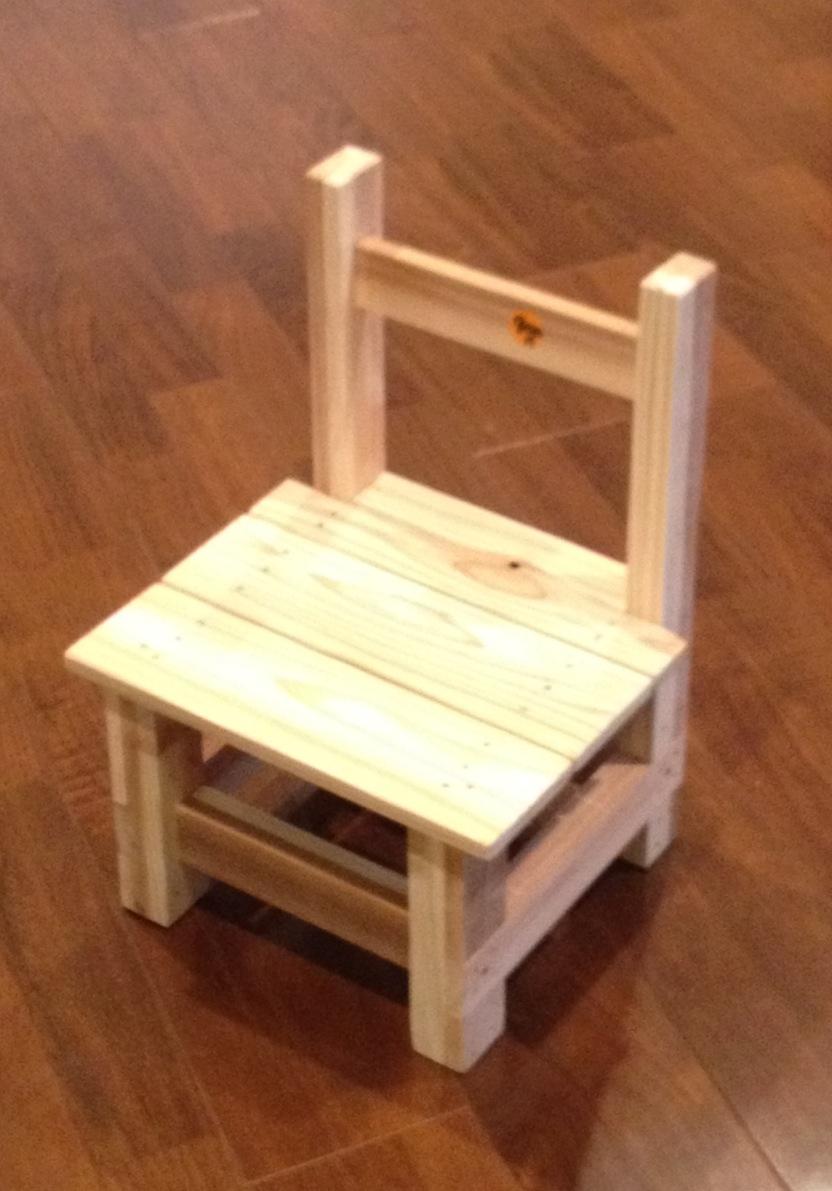 手作りの木の椅子